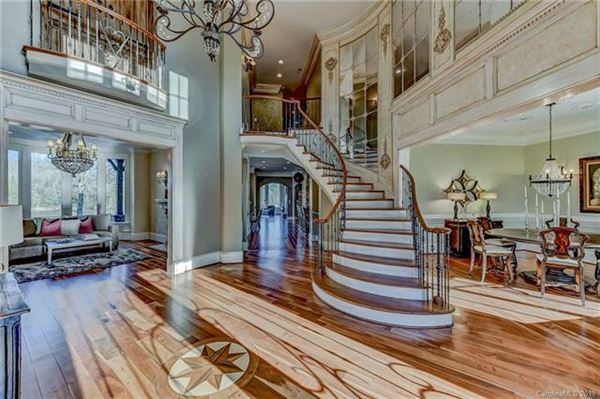 10,000 Square feet of beauty mansions