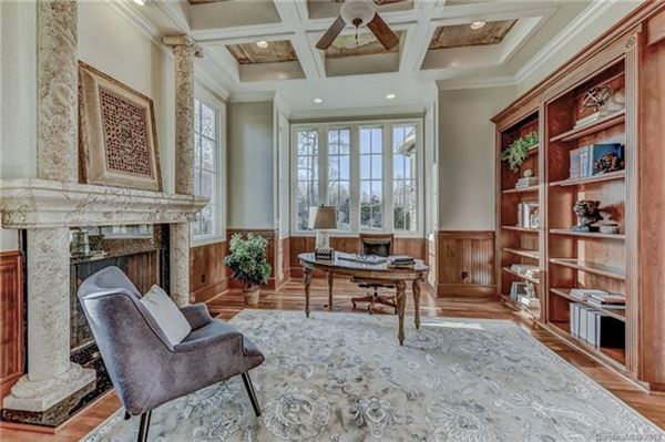 Mansions in 10,000 Square feet of beauty
