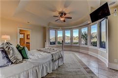 Luxury homes in 10,000 Square feet of beauty
