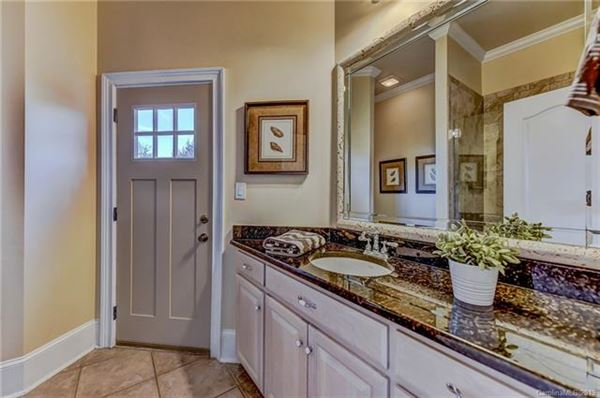 10,000 Square feet of beauty luxury homes