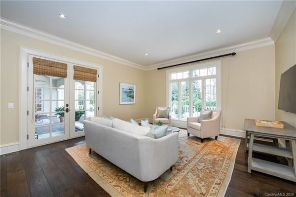 Luxury homes Welcome home to the heart of Southpark