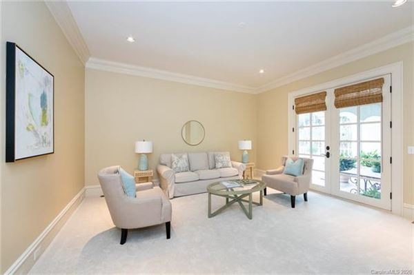 Luxury properties Welcome home to the heart of Southpark