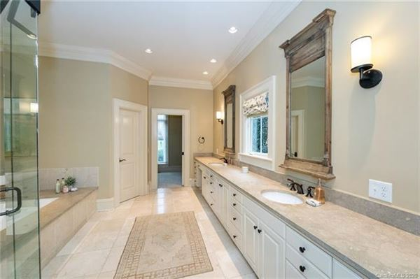 Welcome home to the heart of Southpark luxury properties