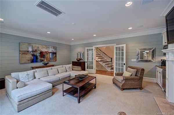 Luxury properties an elegant southpark six bedroom