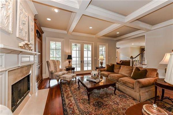 Luxury real estate Gracious, Simonini custom-built home