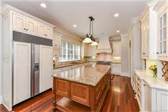 Luxury homes Gracious, Simonini custom-built home