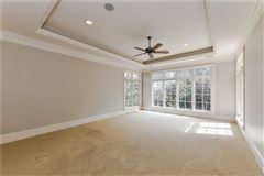 Luxury properties Gracious, Simonini custom-built home