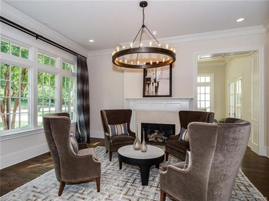 Luxury homes move-in ready home in convenient location