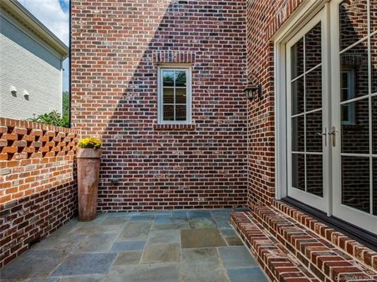 Luxury properties move-in ready home in convenient location