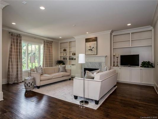 Mansions move-in ready home in convenient location