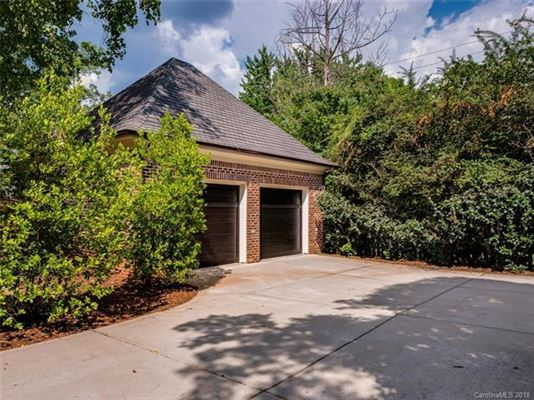 Luxury real estate move-in ready home in convenient location