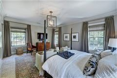 Mansions Exquisite first floor end unit