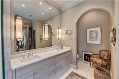 Mansions in Exquisite first floor end unit