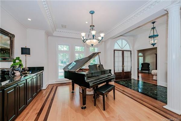 a Handsome executive home luxury homes