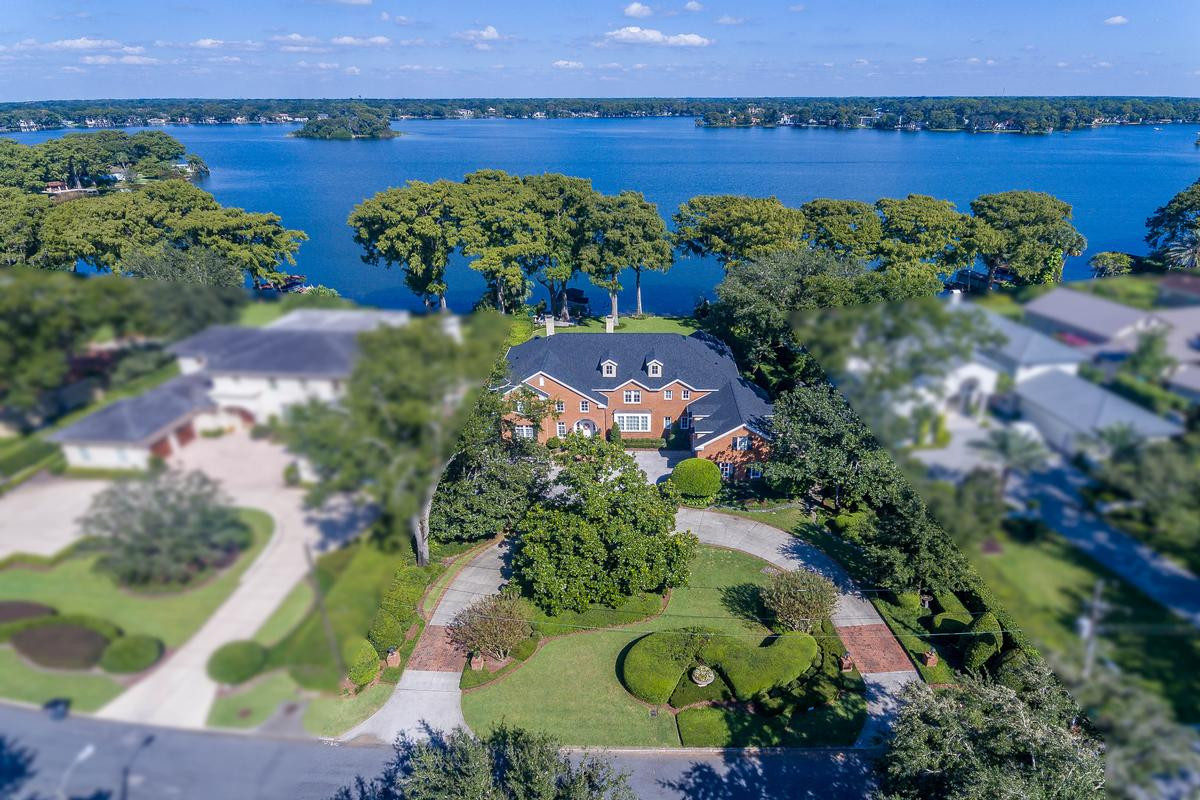 Luxury Lakefront Living at its Finest luxury homes