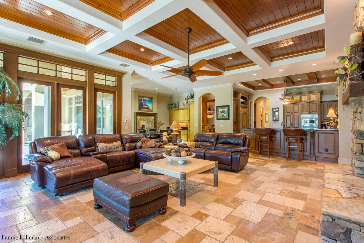 Luxury homes Gorgeous Lake Mills Lakefront