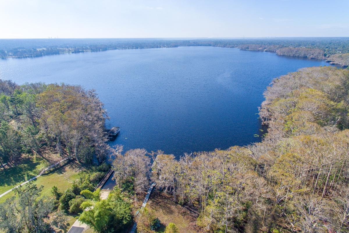 Gorgeous Lake Mills Lakefront luxury properties
