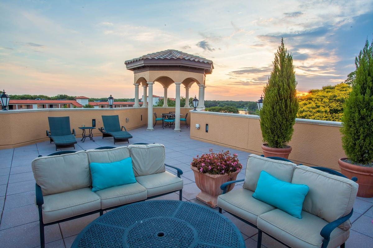 Luxury real estate Exquiste Downtown Condo