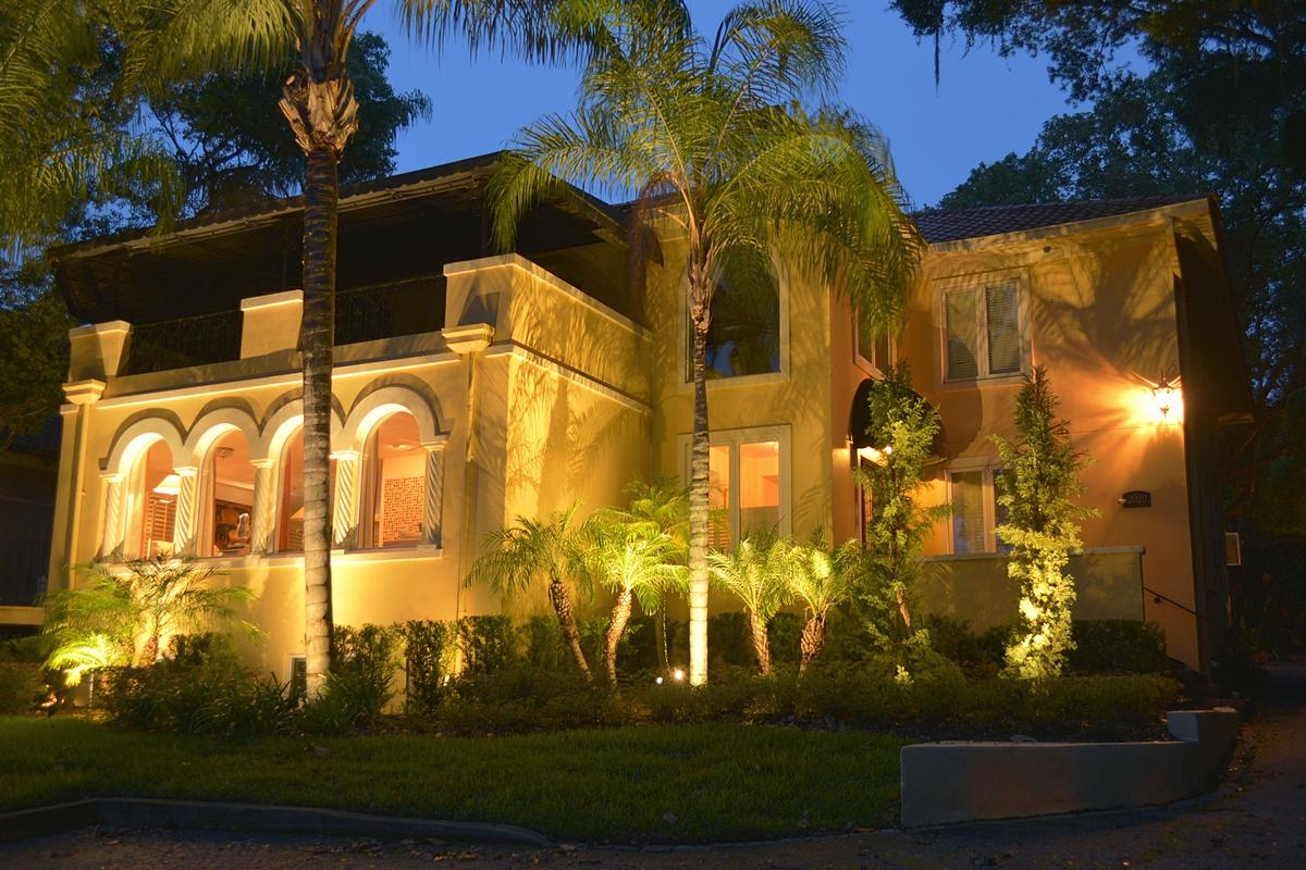 Luxury homes FABULOUS CLASSIC HOLLYWOOD STYLE LAKEFRONT ESTATE