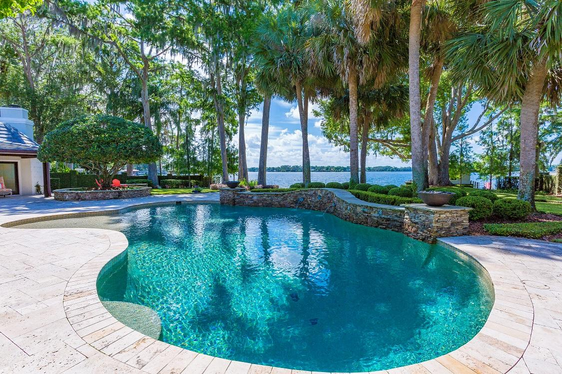 Luxury real estate beautiful home on the north shore of Lake Maitland