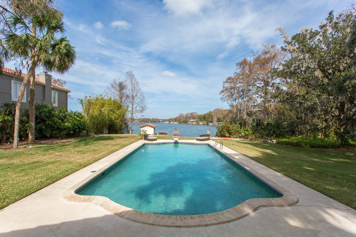 Luxury real estate 1930 Mediterranean on the Shores of Lake Osceola