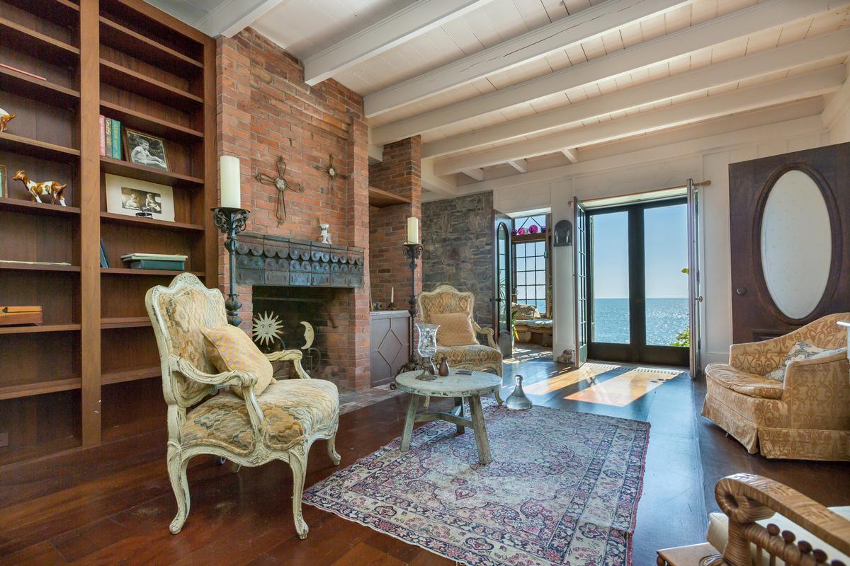 Luxury homes in Beckett Castle