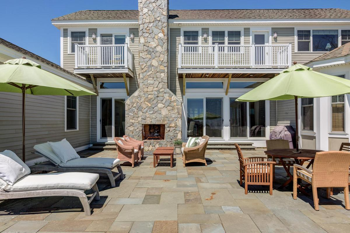 Luxury homes in gracious home on two acres