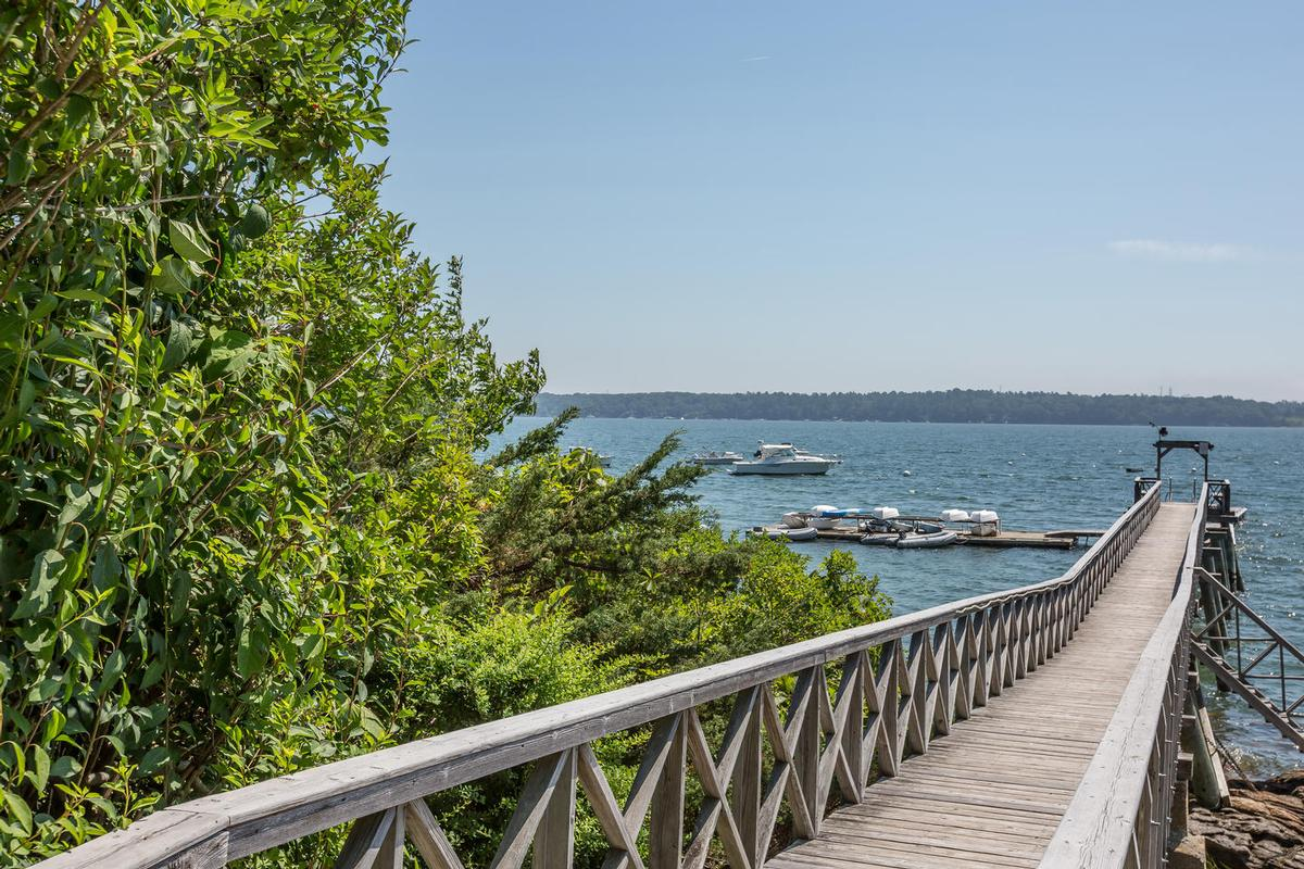 Luxury homes Princes Point CHARMER