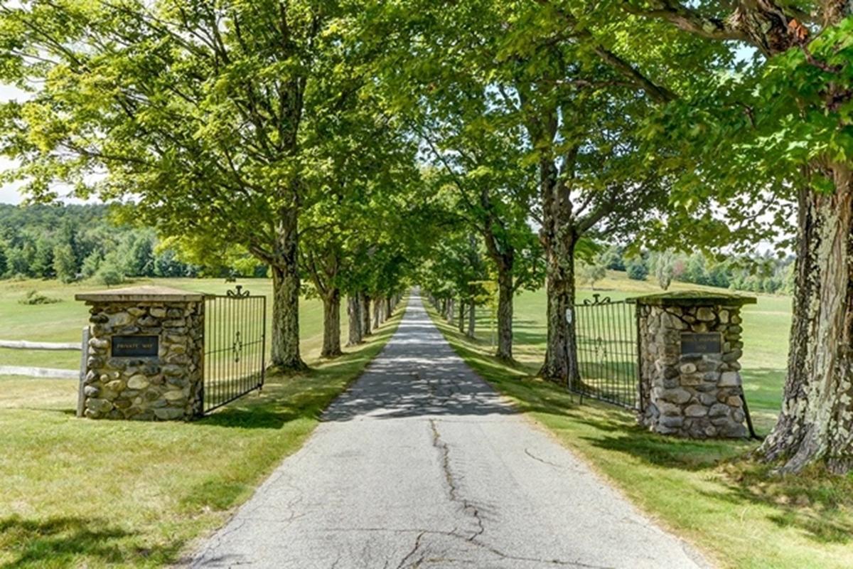 Hidden Pastures mansions