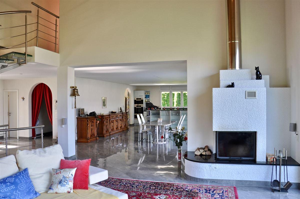 Luxury properties magnificent villa offers beautiful lake views