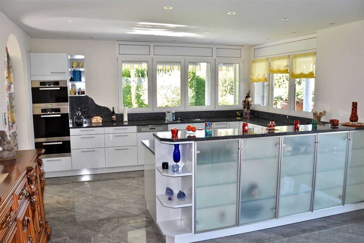 magnificent villa offers beautiful lake views luxury properties