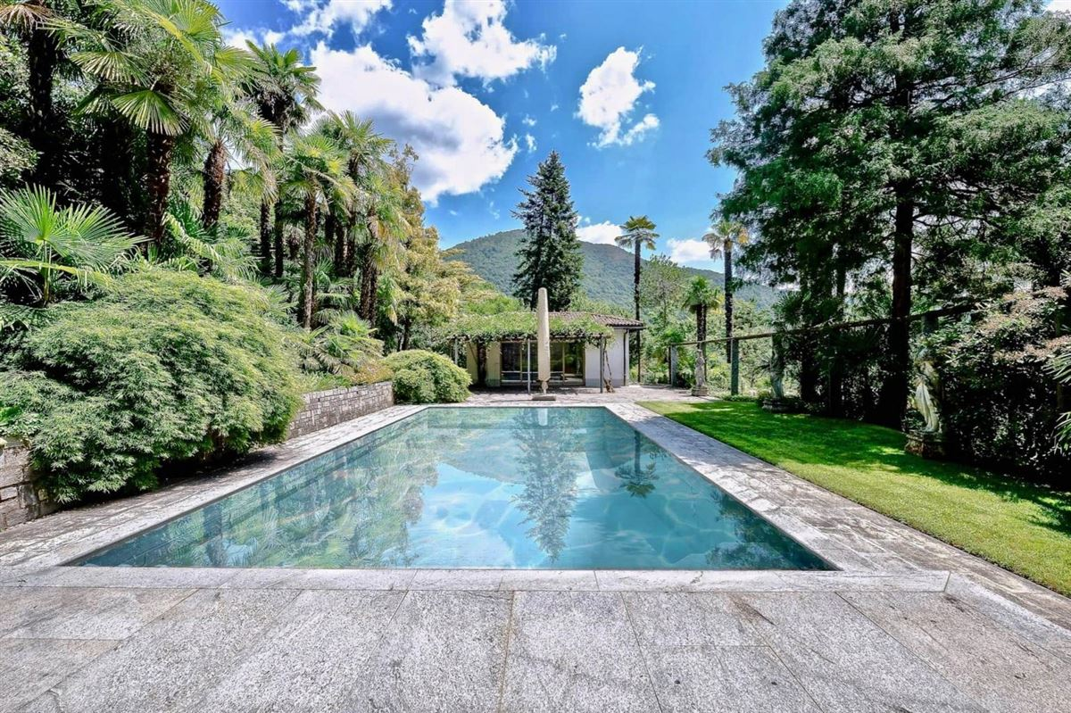Beautifully Secluded Magnificent Estate luxury homes