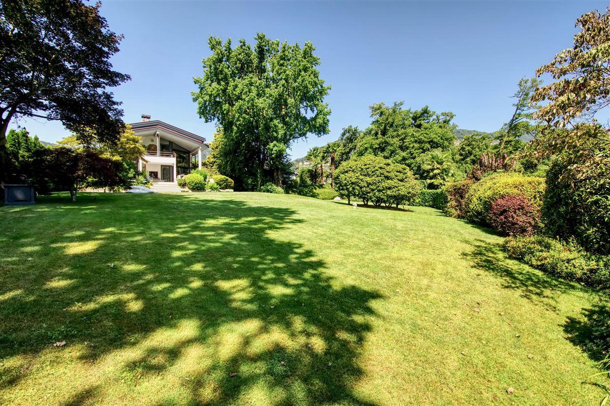 Luxury homes outstanding lakefront villa