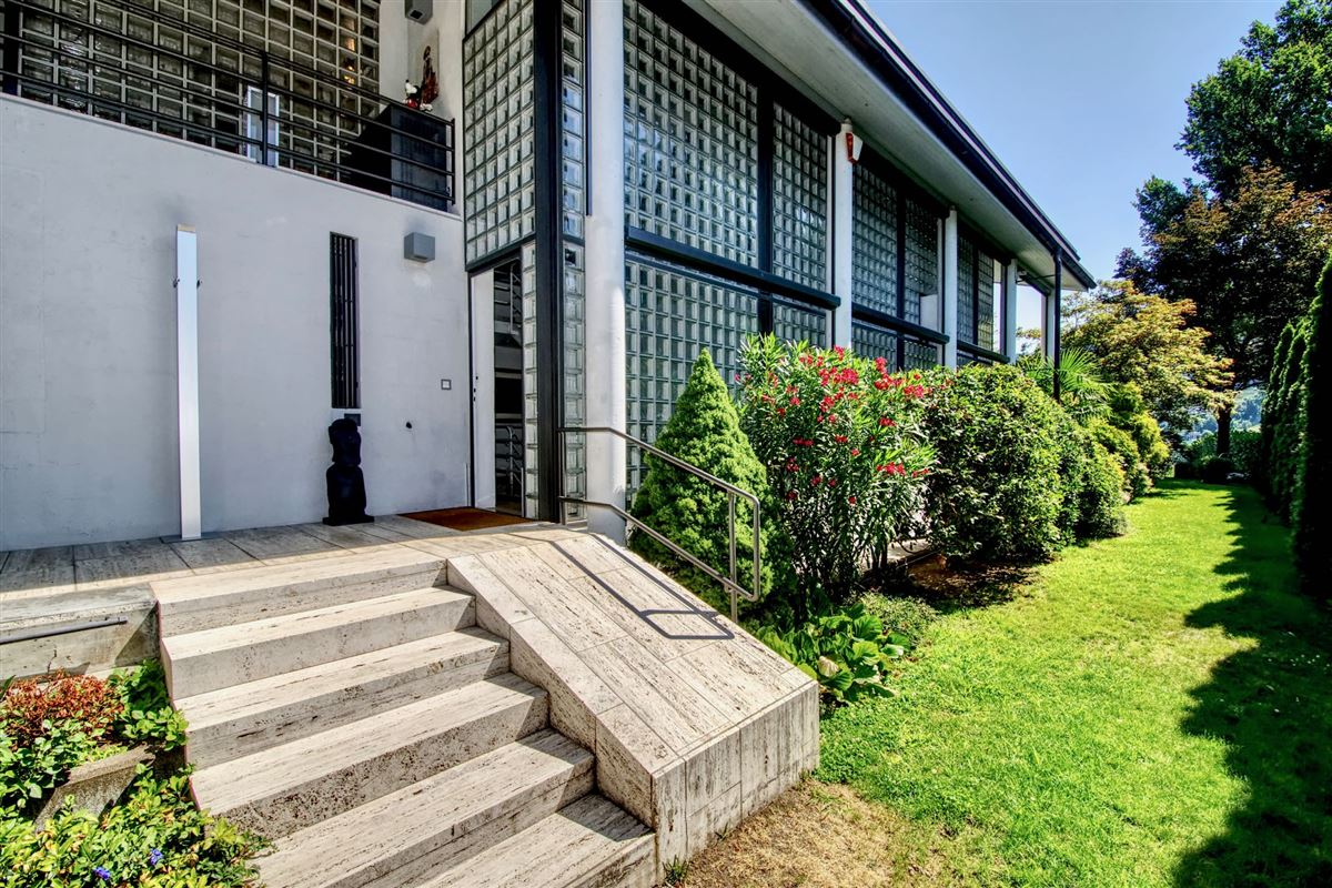 Luxury real estate outstanding lakefront villa