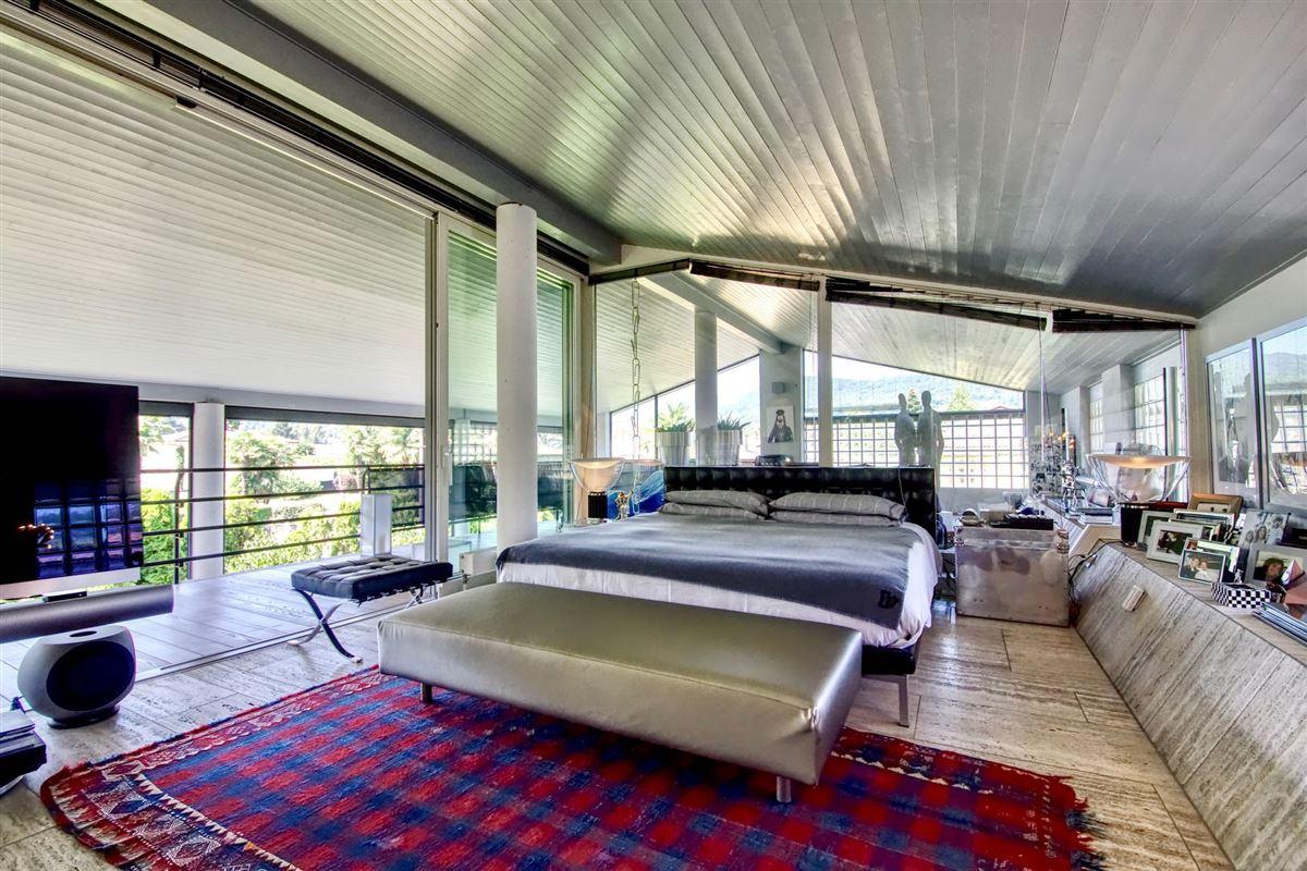 outstanding lakefront villa luxury real estate