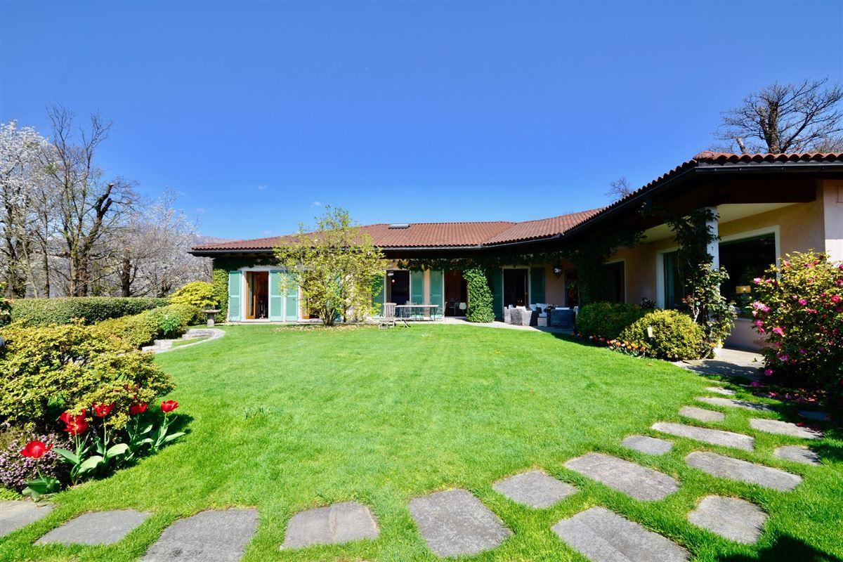 Luxury properties elegant villa in exclusive Massagno