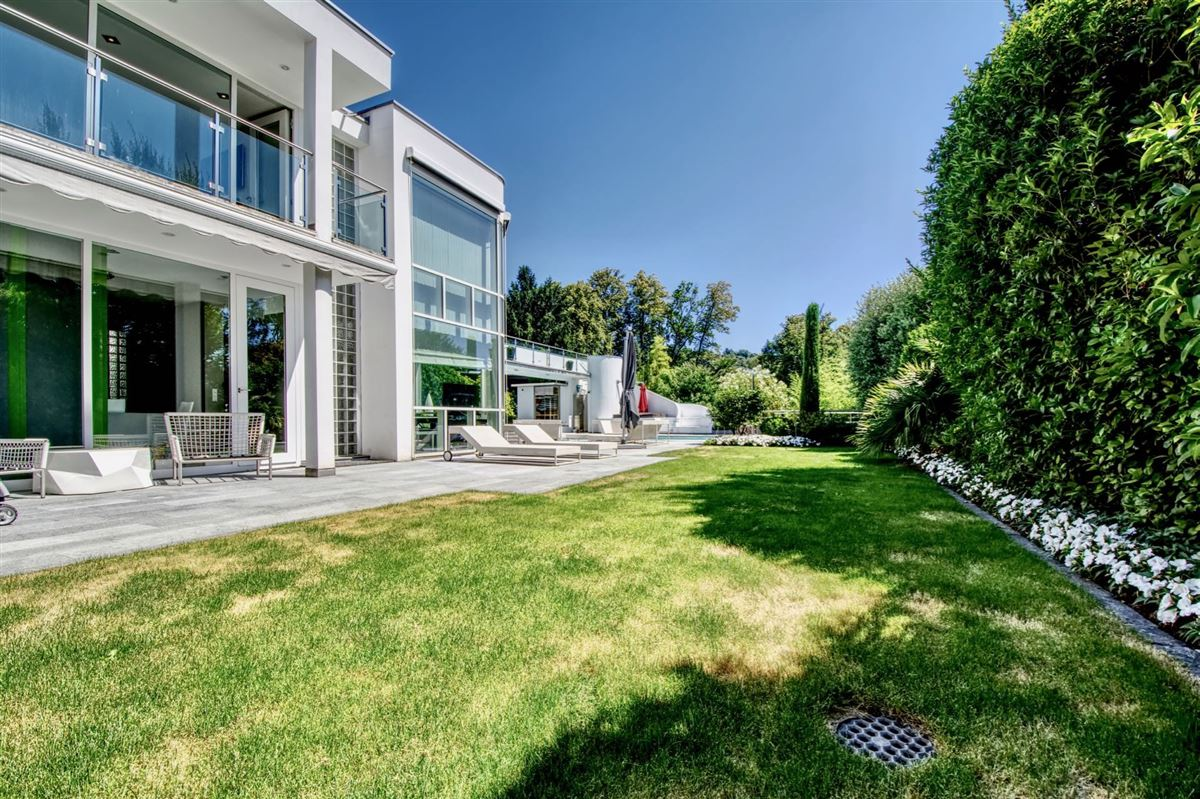 Modern villa in Cureglia luxury properties