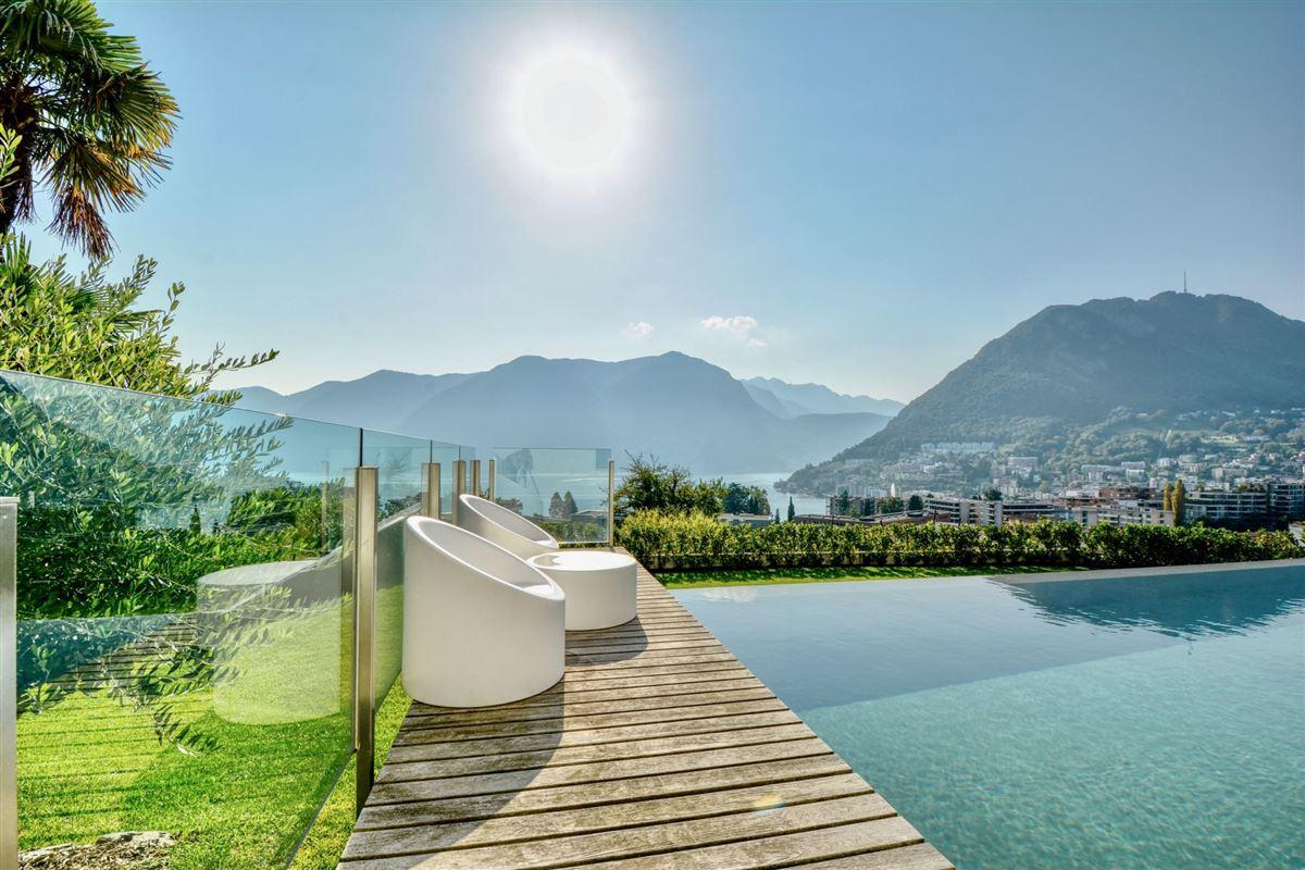 Luxury properties renovated villa in Sorengo