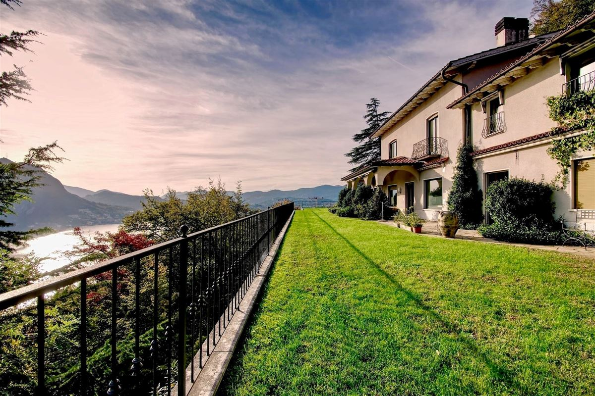 Luxury villa in Ruvigliana luxury homes