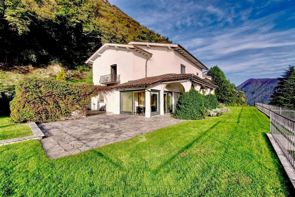 Luxury villa in Ruvigliana luxury properties