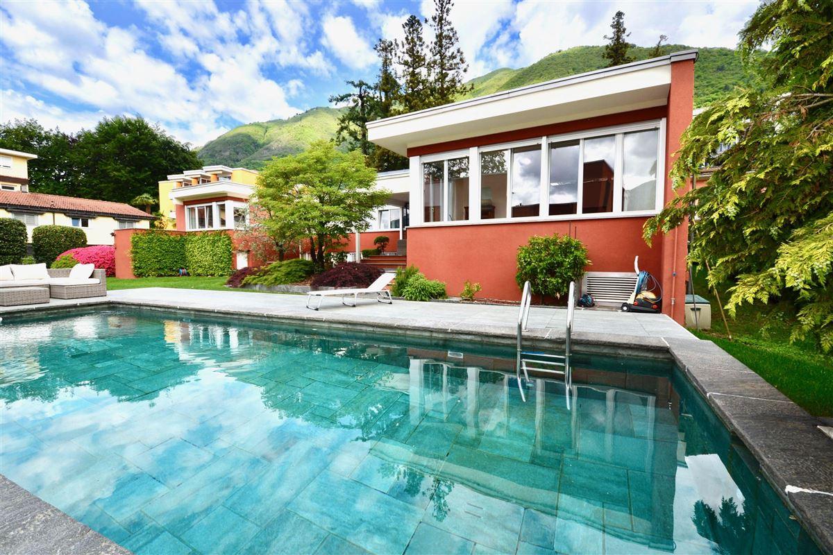Luxury homes Very elegant bungalow style villa