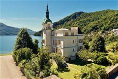 fascinating villa by the lake mansions