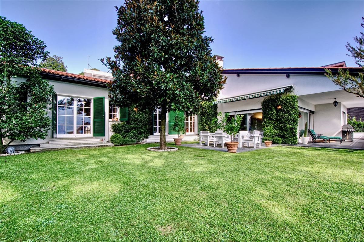 Elegant villa in Sorengo with Lake Lugano view luxury real estate