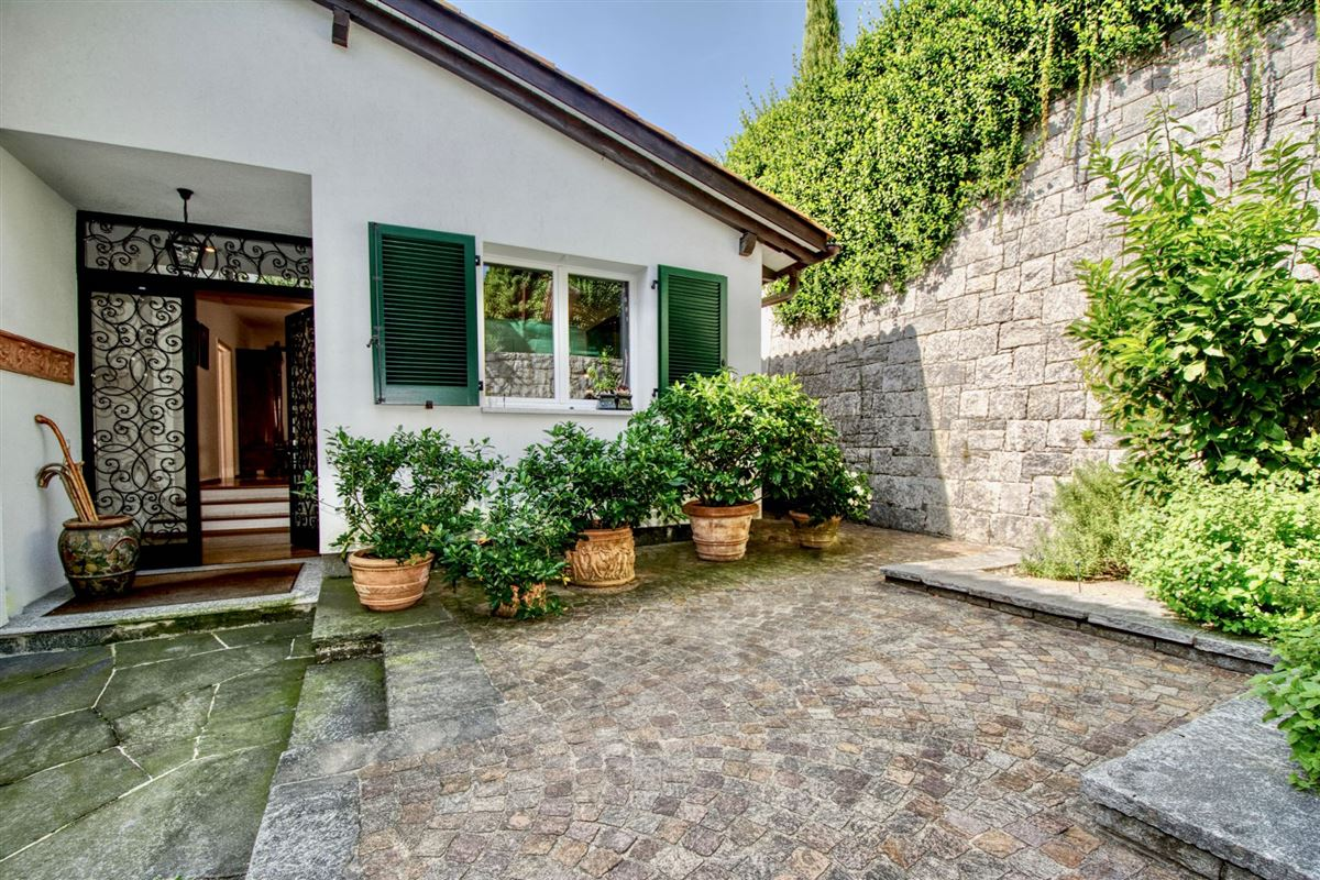 Luxury properties Elegant villa in Sorengo with Lake Lugano view