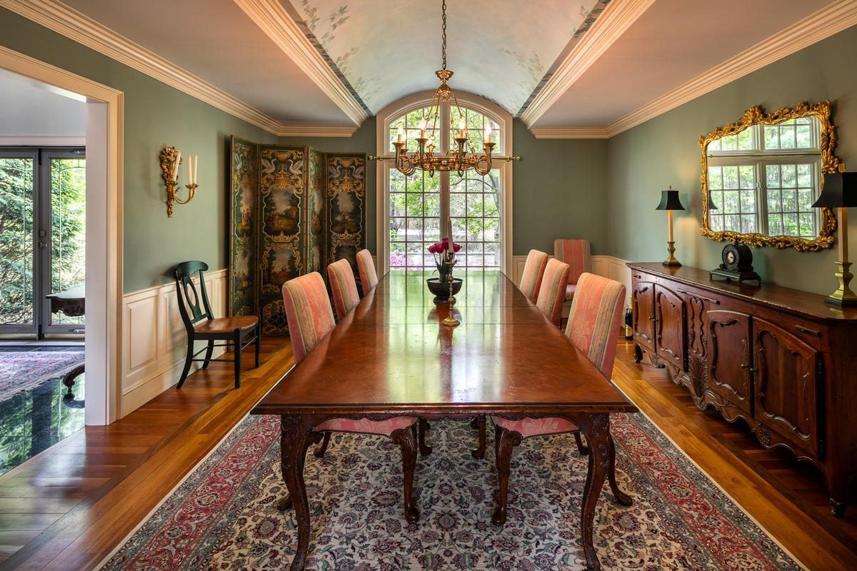Mansions Elegant and inviting city retreat