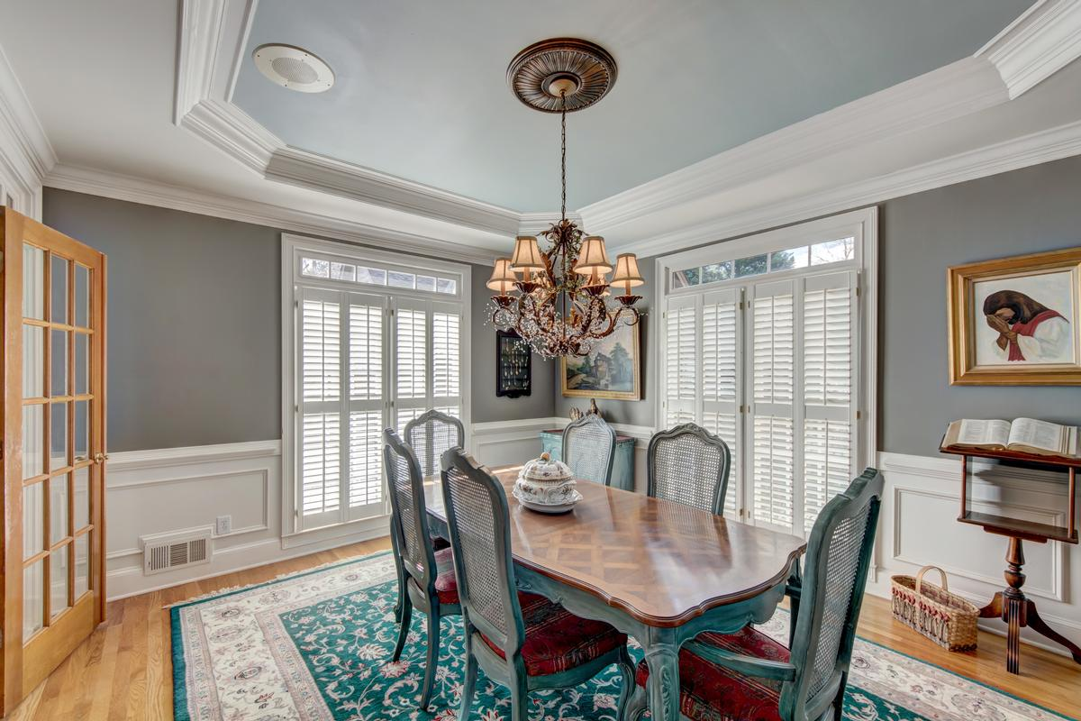 Luxury homes in 5919 Basswood Cove on Lake Lanier