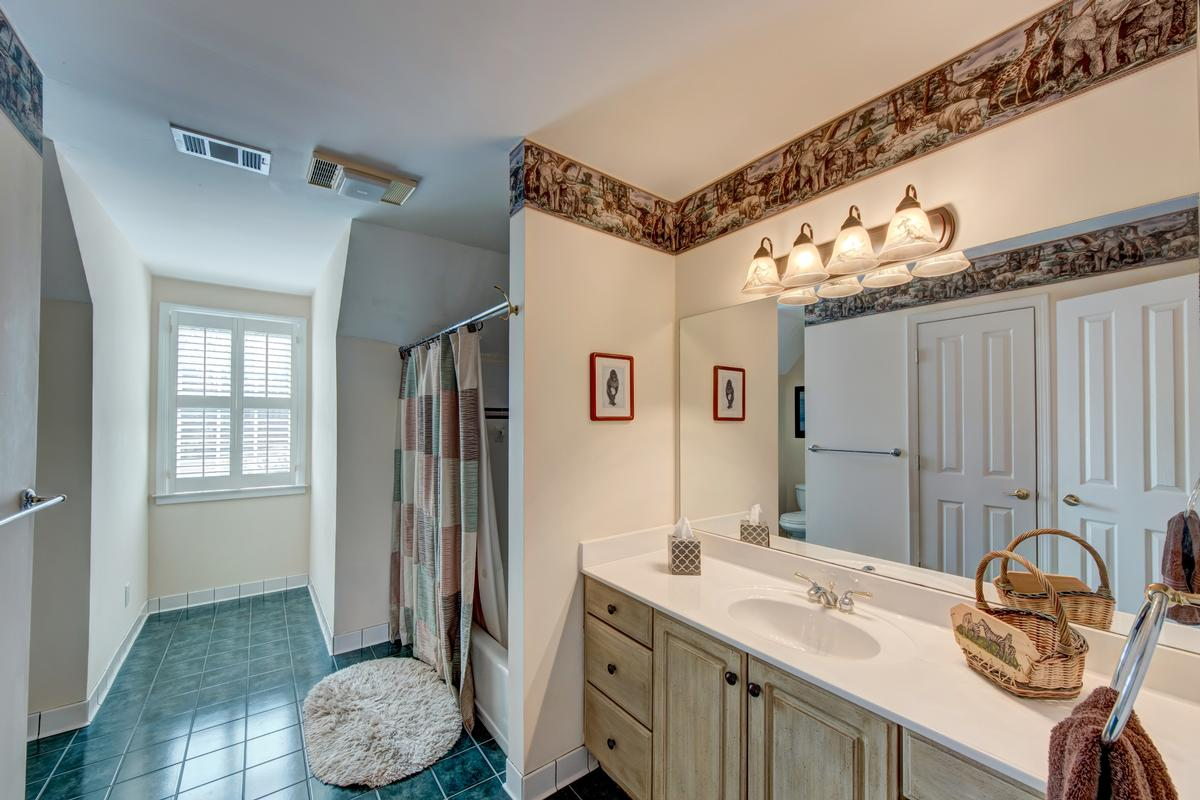 Luxury homes 5919 Basswood Cove on Lake Lanier