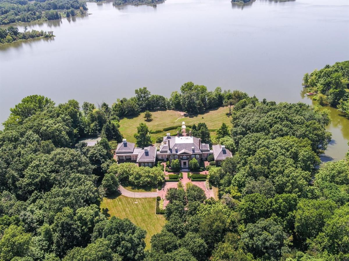 Mansions in Majestic Georgian estate