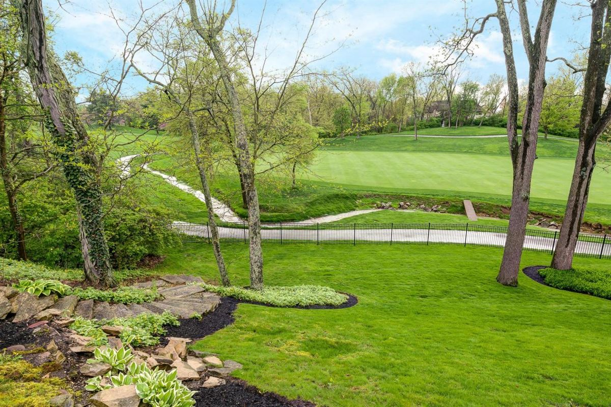 Luxury homes views of Muirfield Village Golf Club