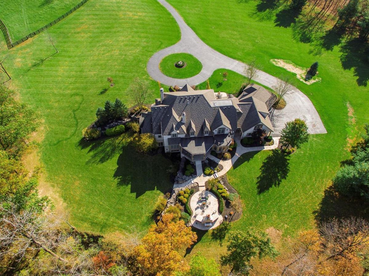 Mansions in  idyllic nine acre estate